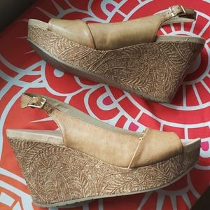 Kenneth Cole Reaction etched cork wedges